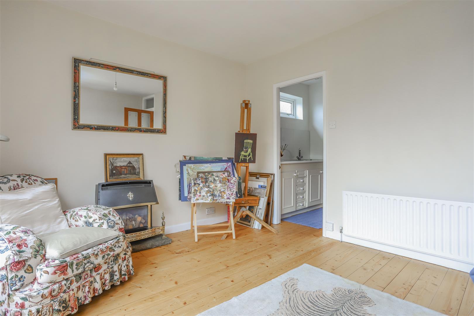 5 Bedroom Detached House For Sale - 16.JPG